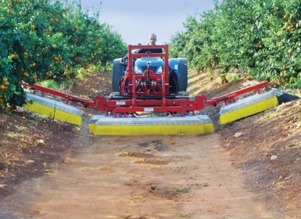 "Agricultural sprayer Herbicide spray boom with ""Ridged brushes"""